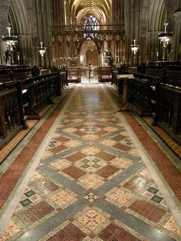 Minton tiles at Lichfield Cathedral in Lichfield, Staffordshire, England (©Sue Hasker/Flickr, Creative Commons)