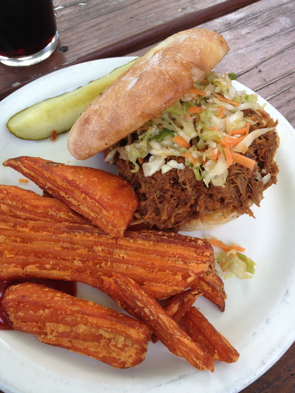 Pulled-pork sandwiches and sweet-potato fries are on the menu at the Denali Brew Pub.(©Claire Torgerson)