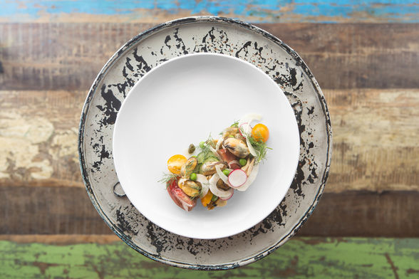 Chilled smoked mussel salad