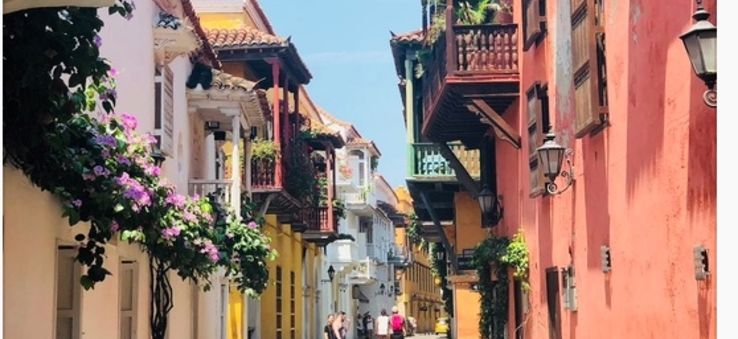 The colorful, narrow streets of Cartagena, Colombia