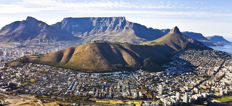 Cape Town, a mix of city, mountains and sea