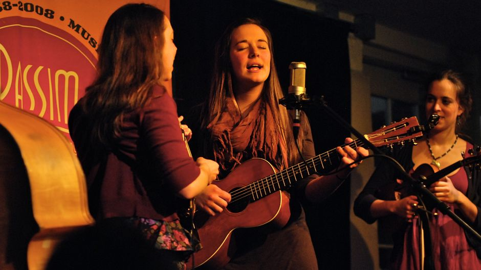 Margaret Glaspy plays an acoustic set